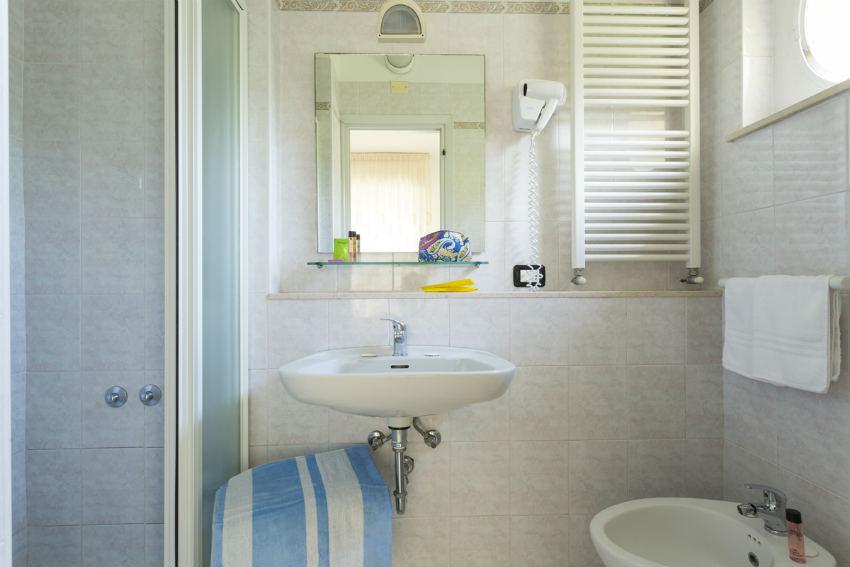 hotel riccione camere bagno privato